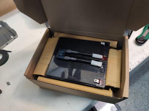 замена аккумуляторов APC SMC1000i